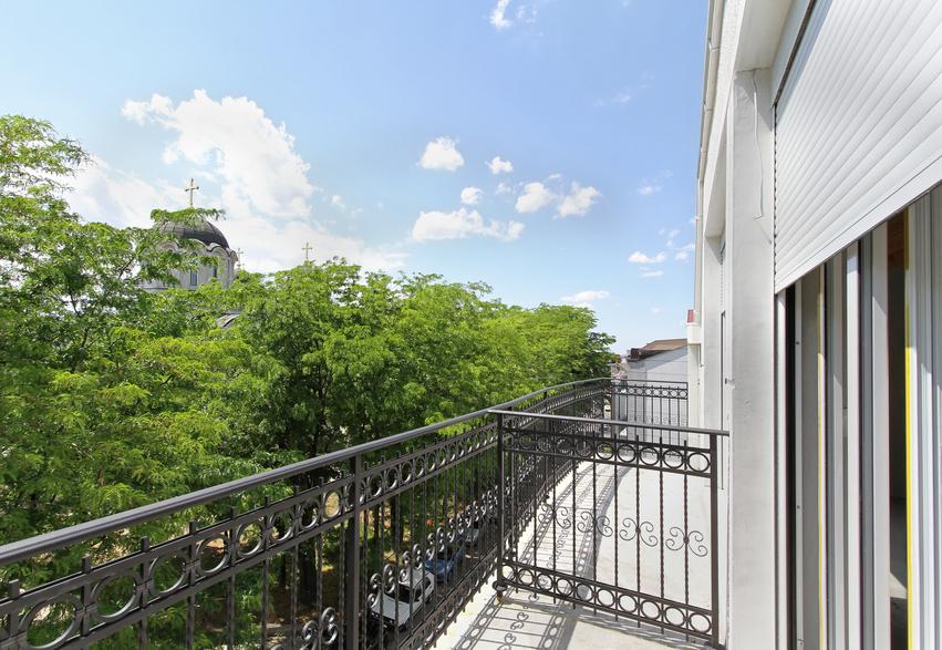 balkongel nder schmiedeeisen balkongel nder direkt. Black Bedroom Furniture Sets. Home Design Ideas